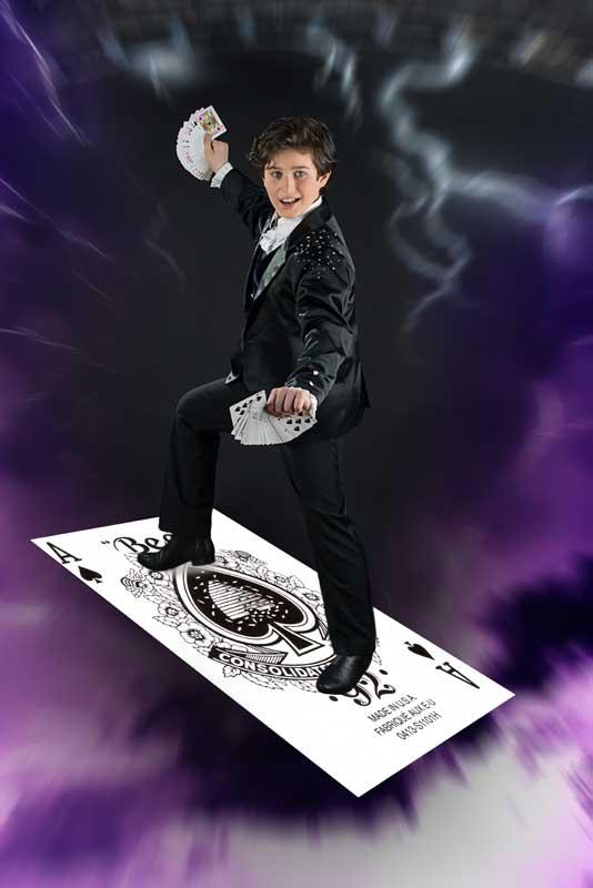 Ondanks zijn jeugdige leeftijd presenteert Alfredo Lorenzo al met verve een fantastische magic act met manipulatie en zweven.