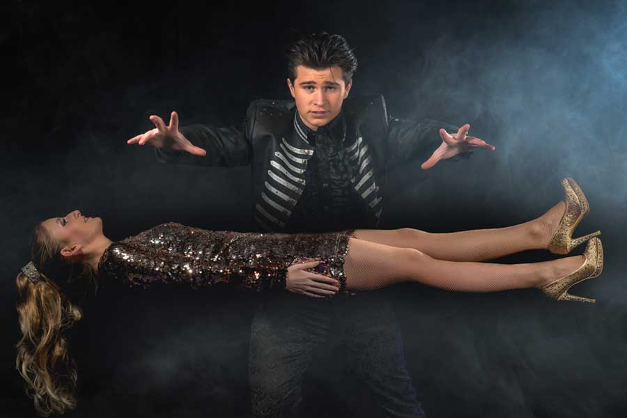 Magic-and-Illusions-zwevende-dame-Alfredo-Lorenzo